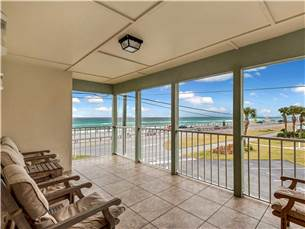 Large 2nd floor balcony with Gulf views