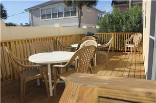 1st floor patio and grilling area