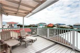 Third floor balcony where you can catch a glimpse of the Gulf on the horizon and enjoy the coastal breeze!