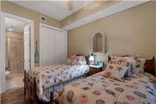 Twin guest bedroom with private bathroom