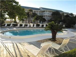 Community Amenities include a Great Swimming Pool, an Outdoor Hot Tub, and Grilling Area