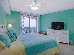 King Guest Bedroom Flatscreen