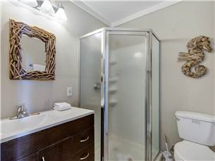 First Floor Carriage House Bathroom
