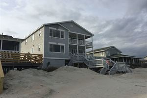 Pawleys Island beachfront vacation home rental with 6 bedrooms