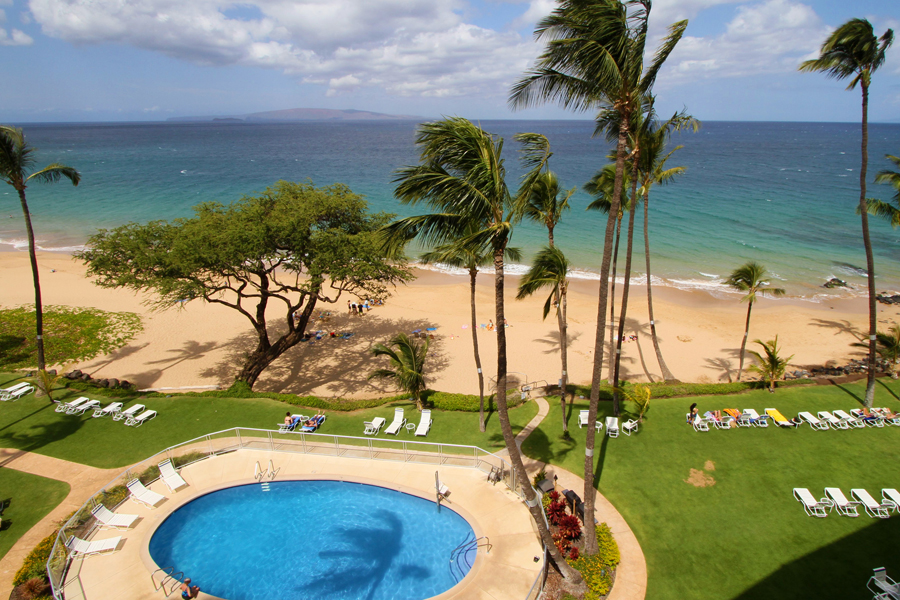 Kihei 1 bedroom beachfront vacation rental on Maui