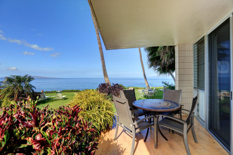 Maui oceanfront vacation rental in South Kihei with 2 bedrooms and awesome views of the ocean
