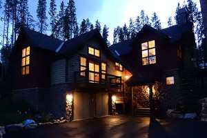 Night view of Highland Heaven.