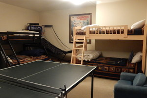 Bunk room for 5 with Ping Pong Table.
