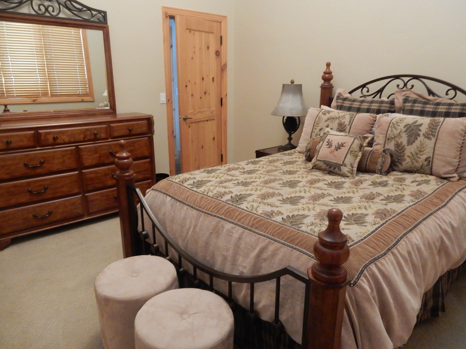 Large Upstairs bedroom with queen.