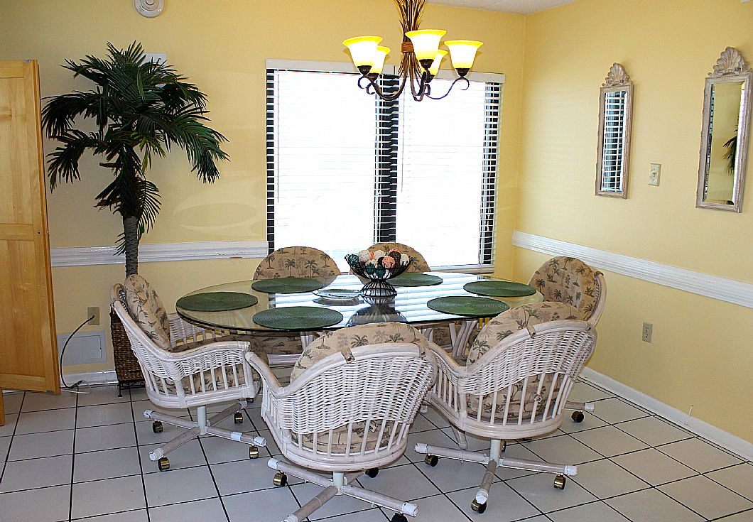 Dining table w/ seating for 6