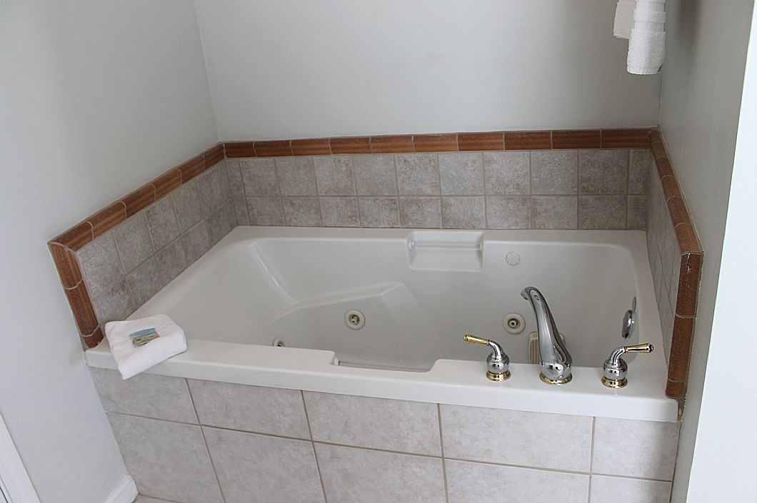 Jetted tub in 3rd floor master bath