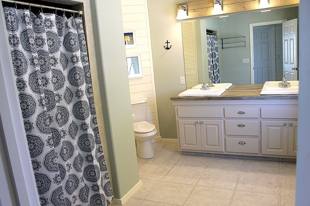 Spacious master bathroom w/ double vanity