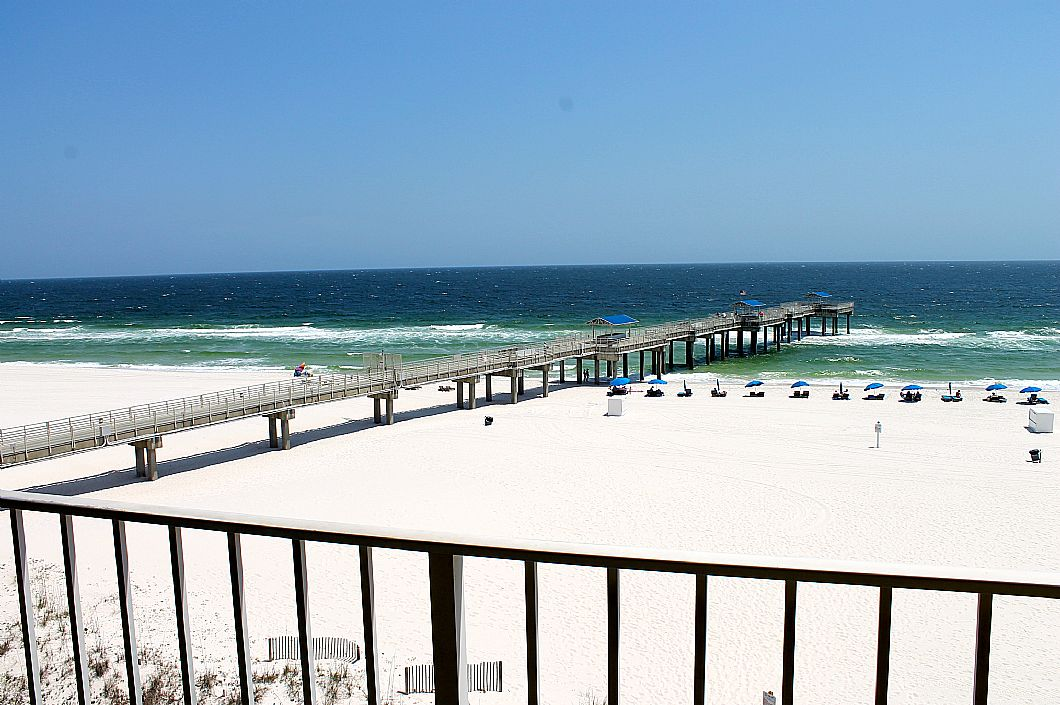 Amazing balcony views of the pier & Gulf