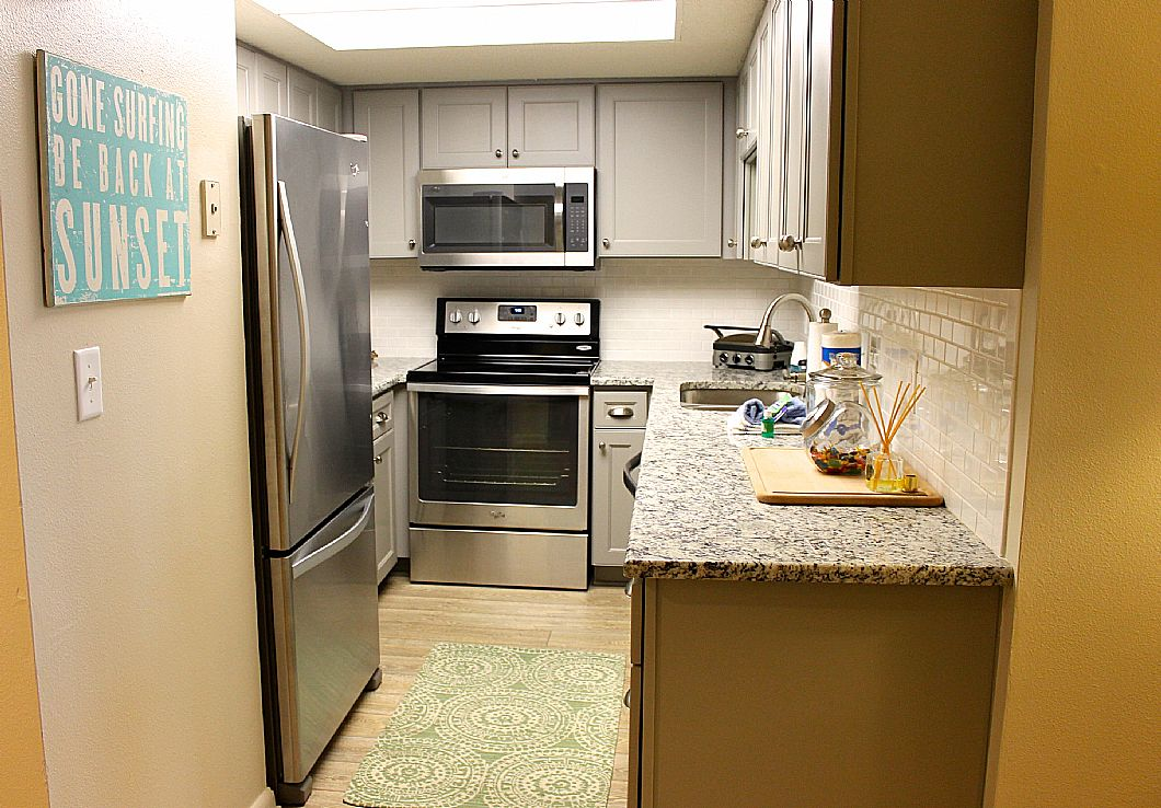 Fully updated kitchen w/ granite & stainless