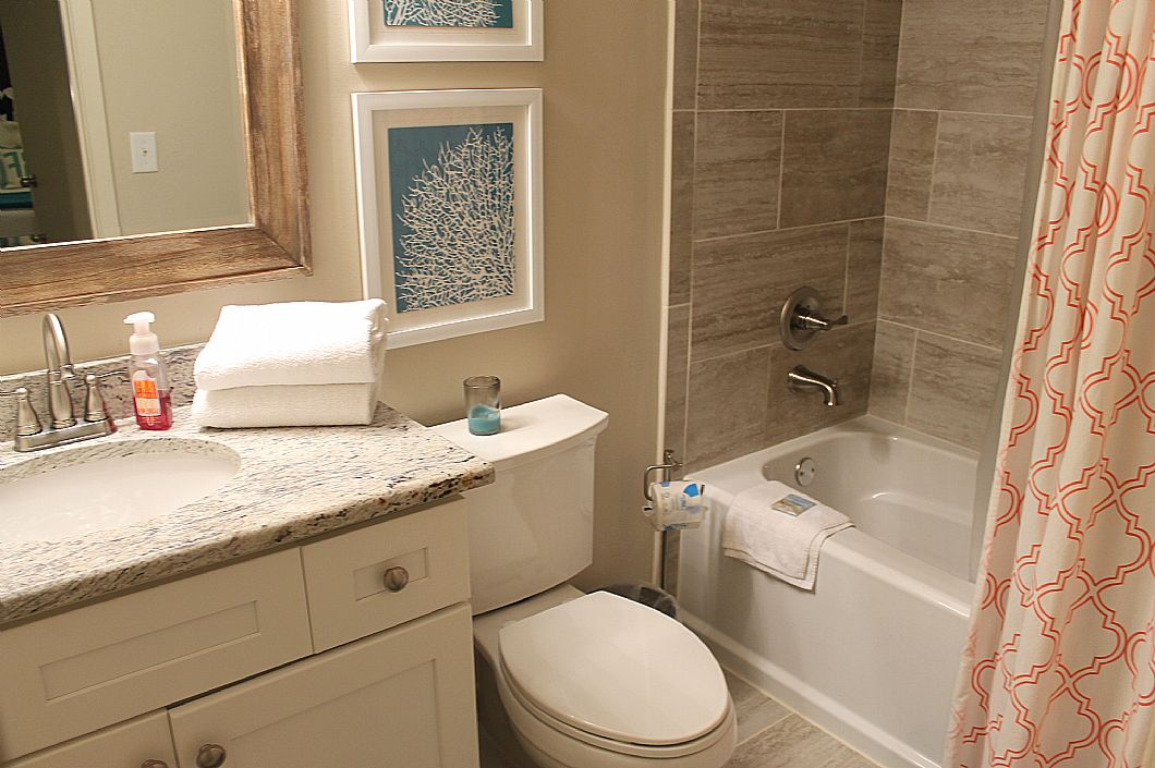 Updated guest bath w/ tub/shower combo