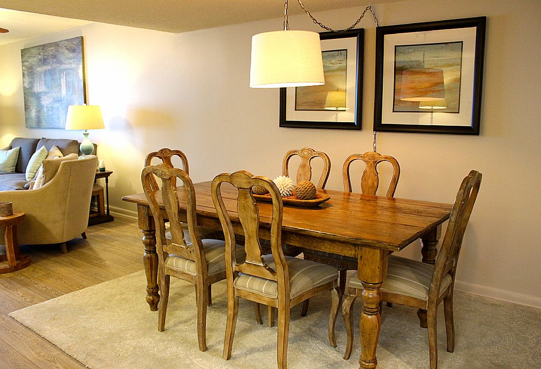 Wooden dining room table w/ seating for 6