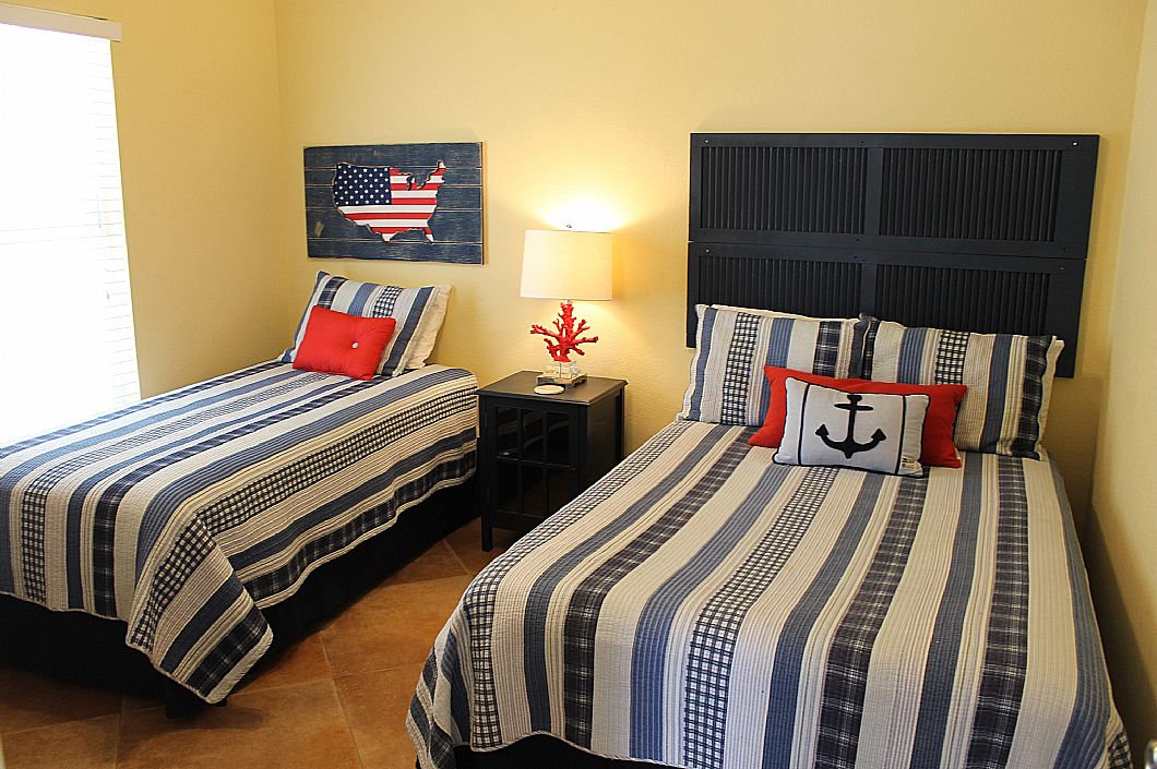 2nd downstairs bedroom with full and twin beds