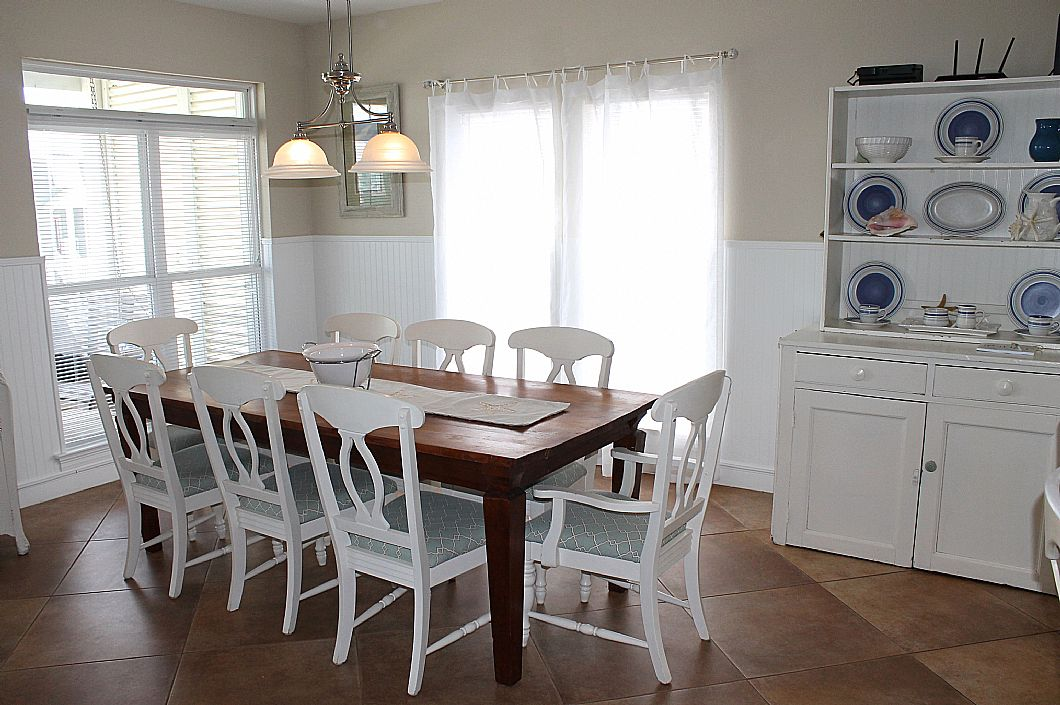 Dining room table w/ seating for 8