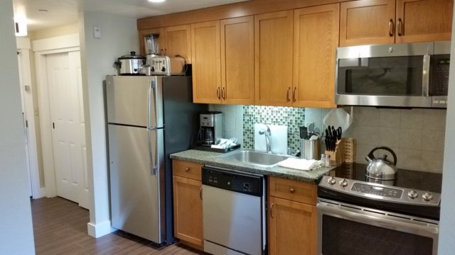 Fully equiped kitchen with full size applicances