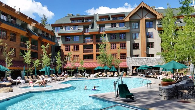 Large heated pool year-round and 2 Jacuzzies