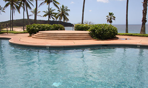 Pool is right next to the ocean
