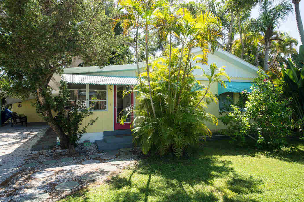 Anna Maria Island 2 bedroom vacation home just 2 blocks from the beach