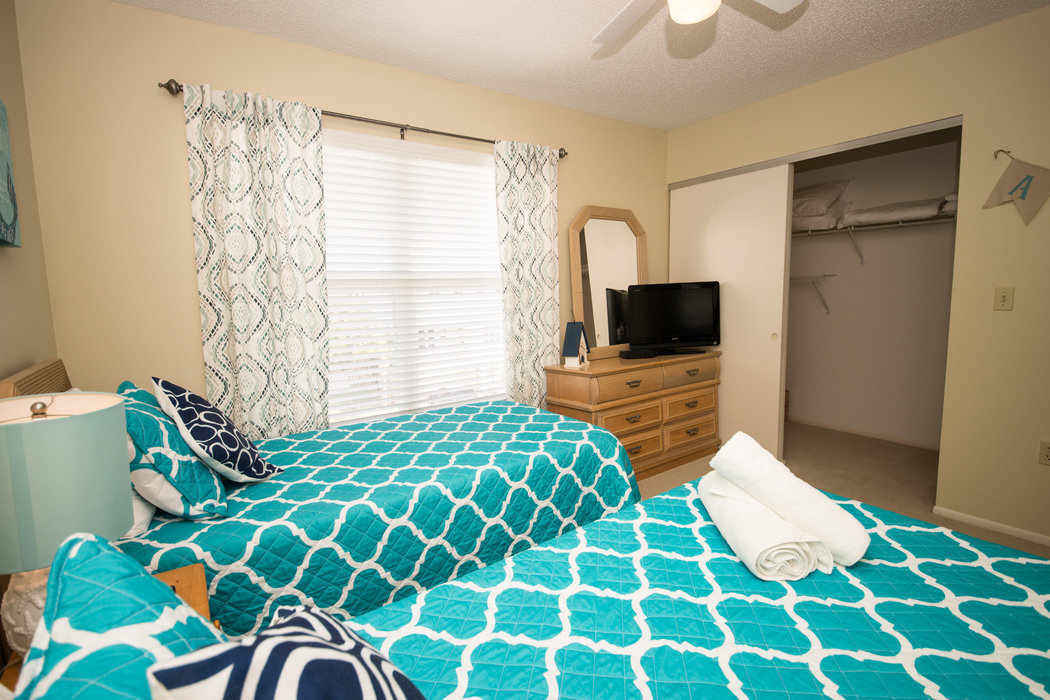 Twin bedroom pic 2
