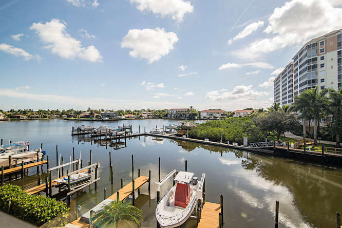 Bay view condo rental in Naples with pool and just a short walk to Vanderbilt Beach
