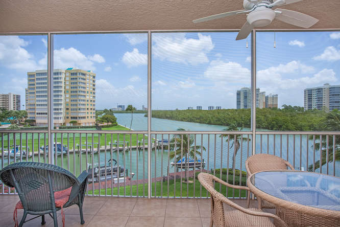 Bay view 2 bedroom seasonal condo rental in North Naples close to everything