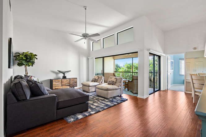 Spacious 2 bedroom seasonal condo rental in Naples, FL close to Vanderbilt Beach