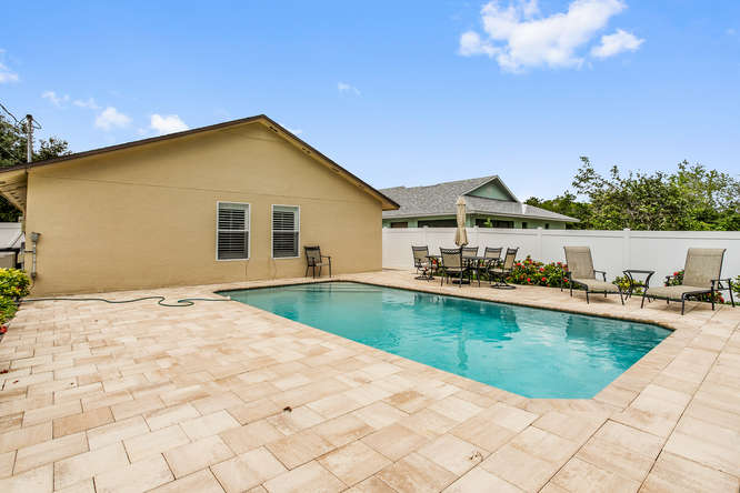 Naples 3 bedroom vacation home with pool in Naples Park 1 mile to Vanderbilt Beach
