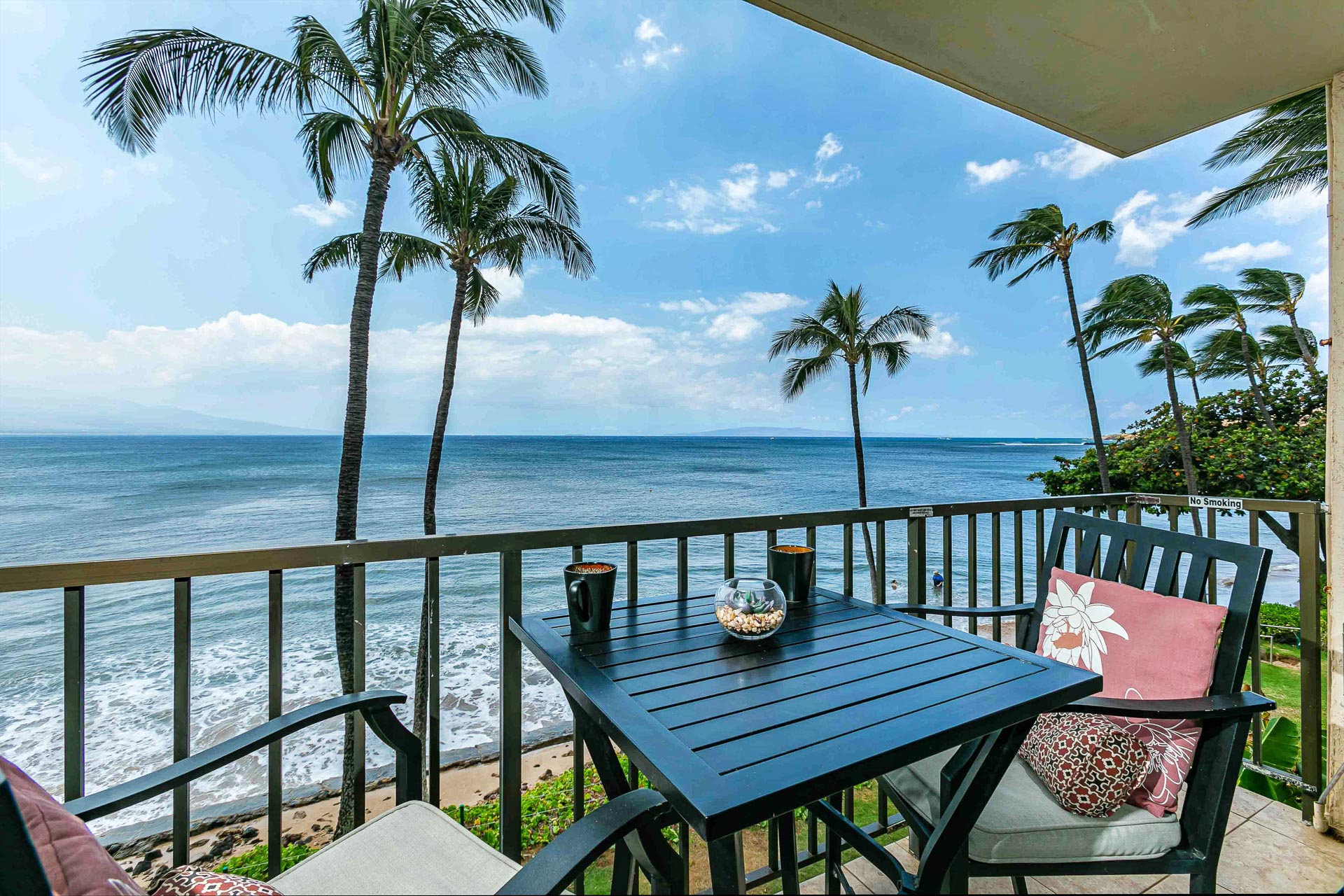 Ocean front condo! Spectacular views of the ocean, Sugar Beach, Molokini Crater, sunrise over Mount Haleakala, The West Maui Mountains and distant island of Lanai