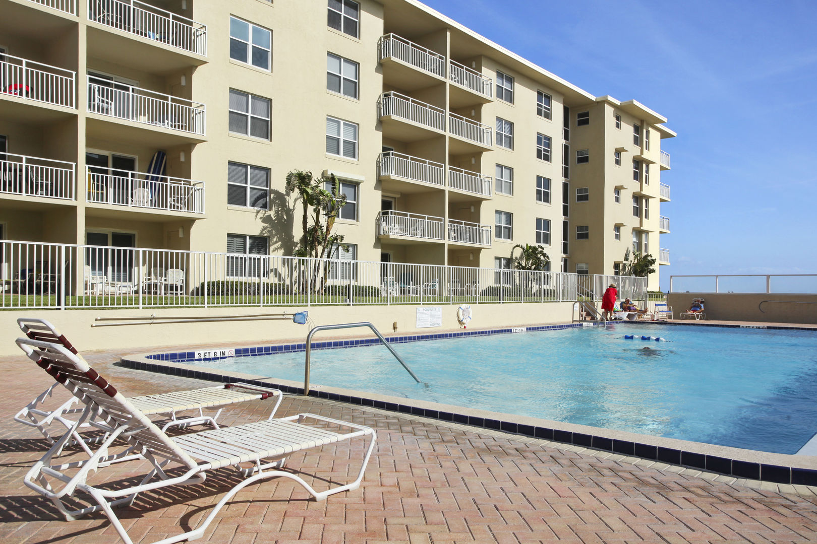 Vacation rental in New Smyrna Beach with 2 bedrooms and pool