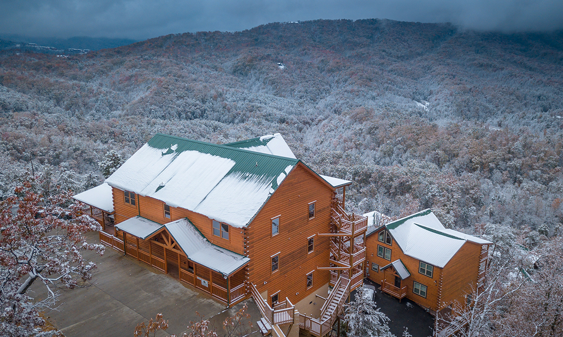 Mountain Top Retreat Smoky Mountain 12 Bedroom Vacation Log Cabin Rental Pigeon Forge Tn 140547 Find Rentals