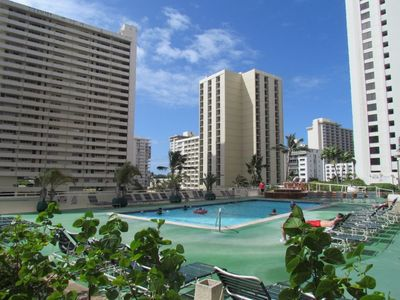 Pool and lounge chairs to relax in waikiki...