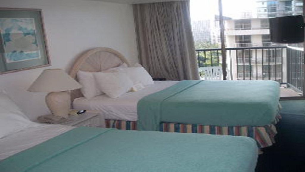 roomy 2nd bedroom for kids/guests in Waikiki Hawaii....