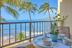 Stunning Oceanfront Views from Lovely Lanai/Balcony