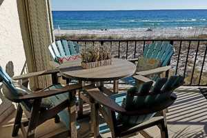 Sit out, relax on this 1st floor balcony and enjoy the waves crashing along the white, sandy beaches of Orange Beach