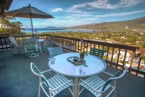 Lanai dining with oceanview