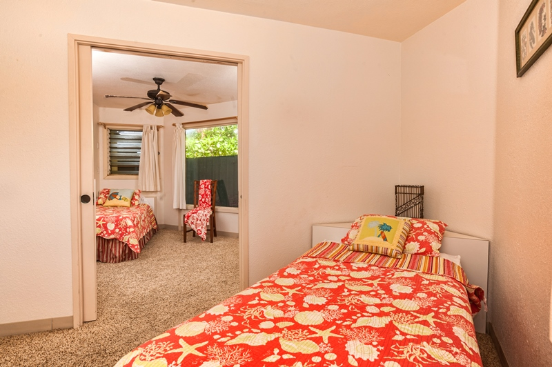 Bedroom 2 downstairs, 2 Twin beds