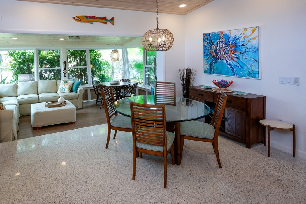 Dining Room Joins the Lanai with Extra Seating