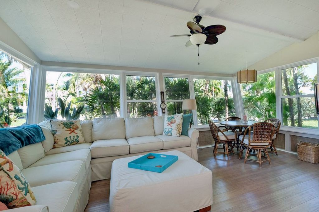 Lanai Seating with Breakfast Nook and Garden Views