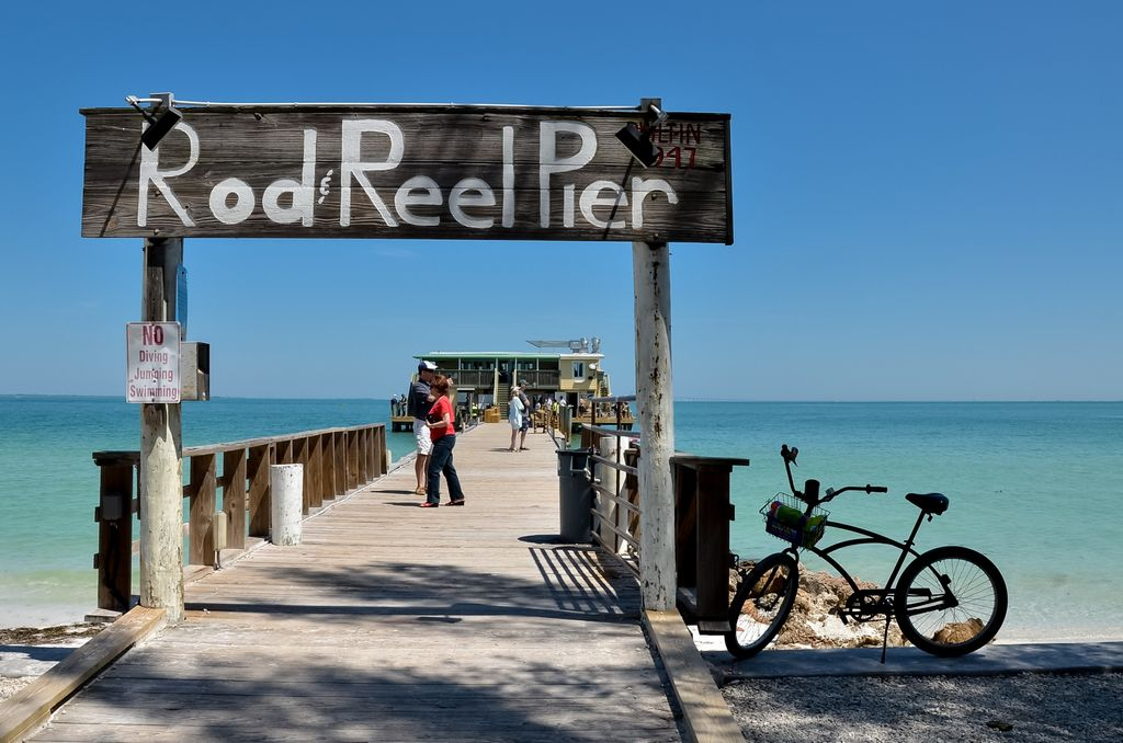 Rod and Reel Pier offers Food, Fishing & Marina Life Visits