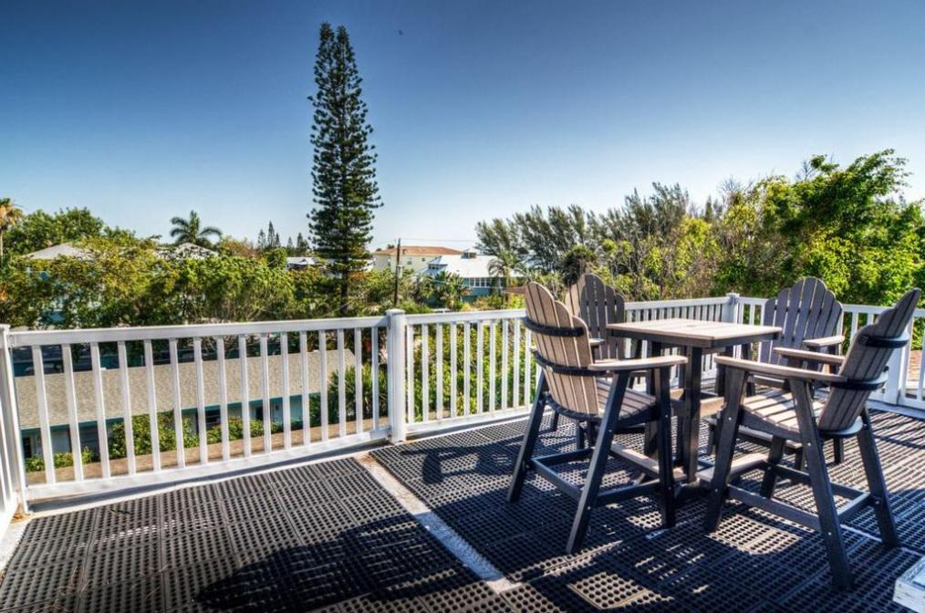Roof Top Sun Deck with Bay View