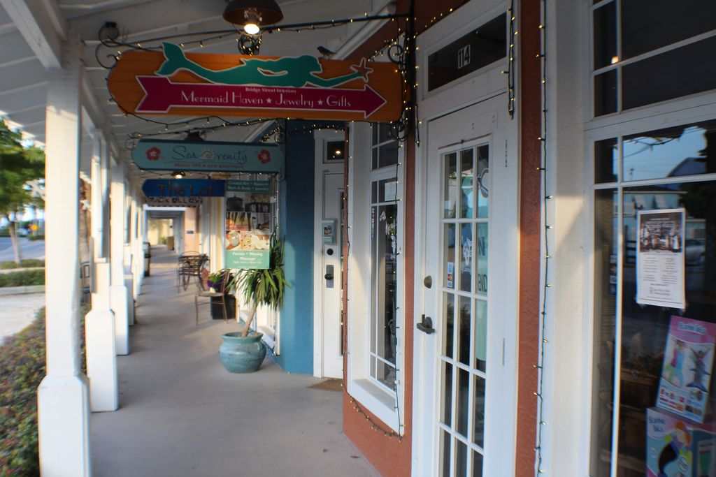 Meander through Some of the Bridge Street Boutiques