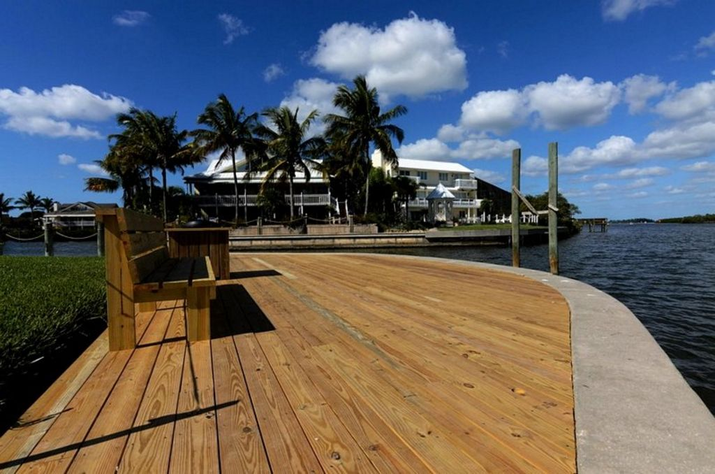Boardwalk with Bench Seating
