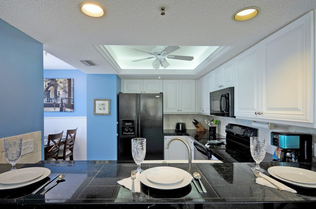 Open Kitchen w/Snack Bar Seating for Three