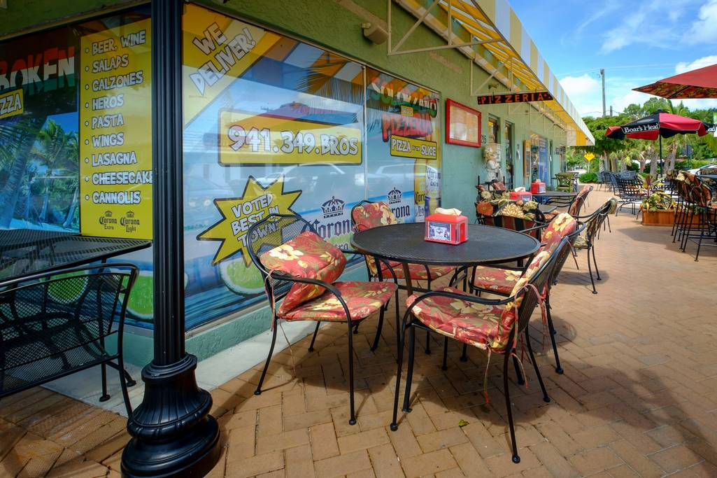 Patio Cafes along the Village of Siesta Key
