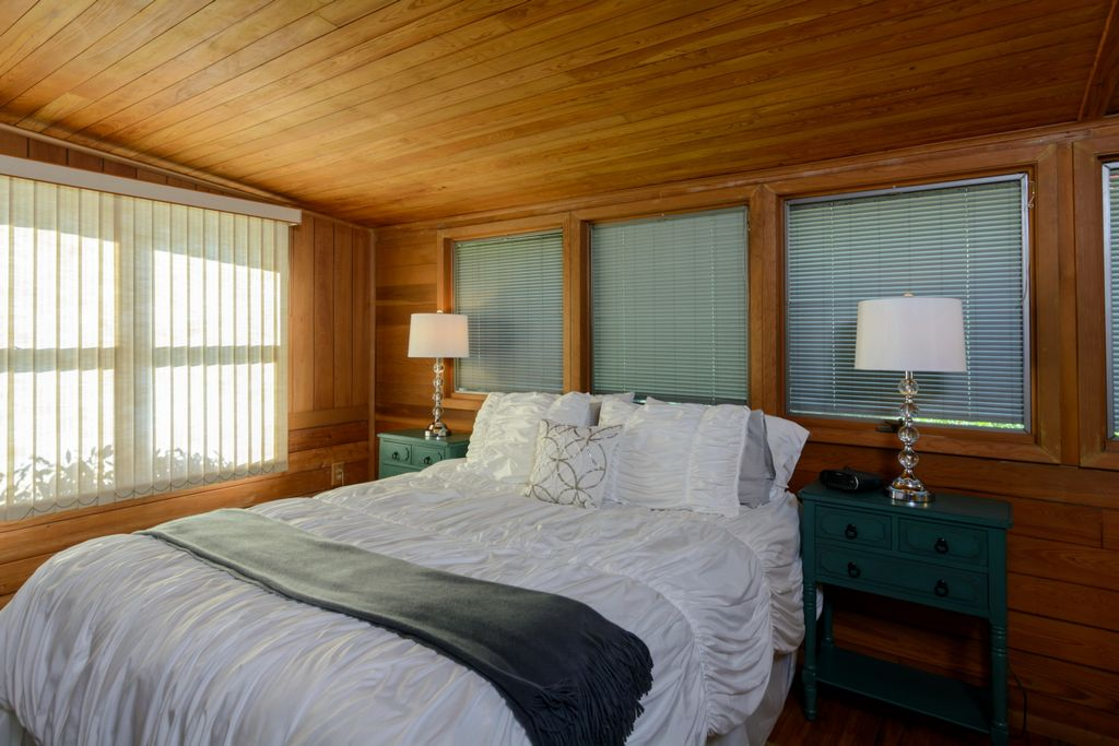 Guest Bedroom with Queen Bed and  Ensuite Bath