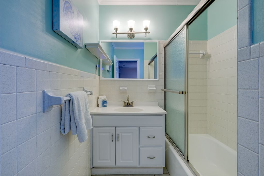 Master Bathroom with Tub/ Shower Combo